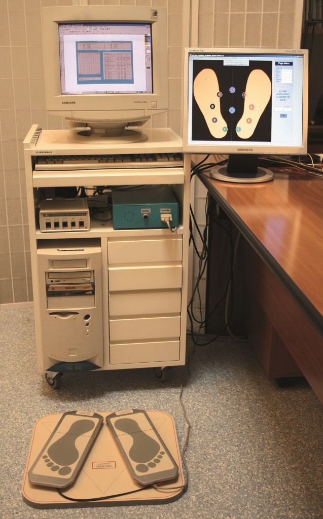 Foto 4 - Pedana stabilometrica e elettromiografo